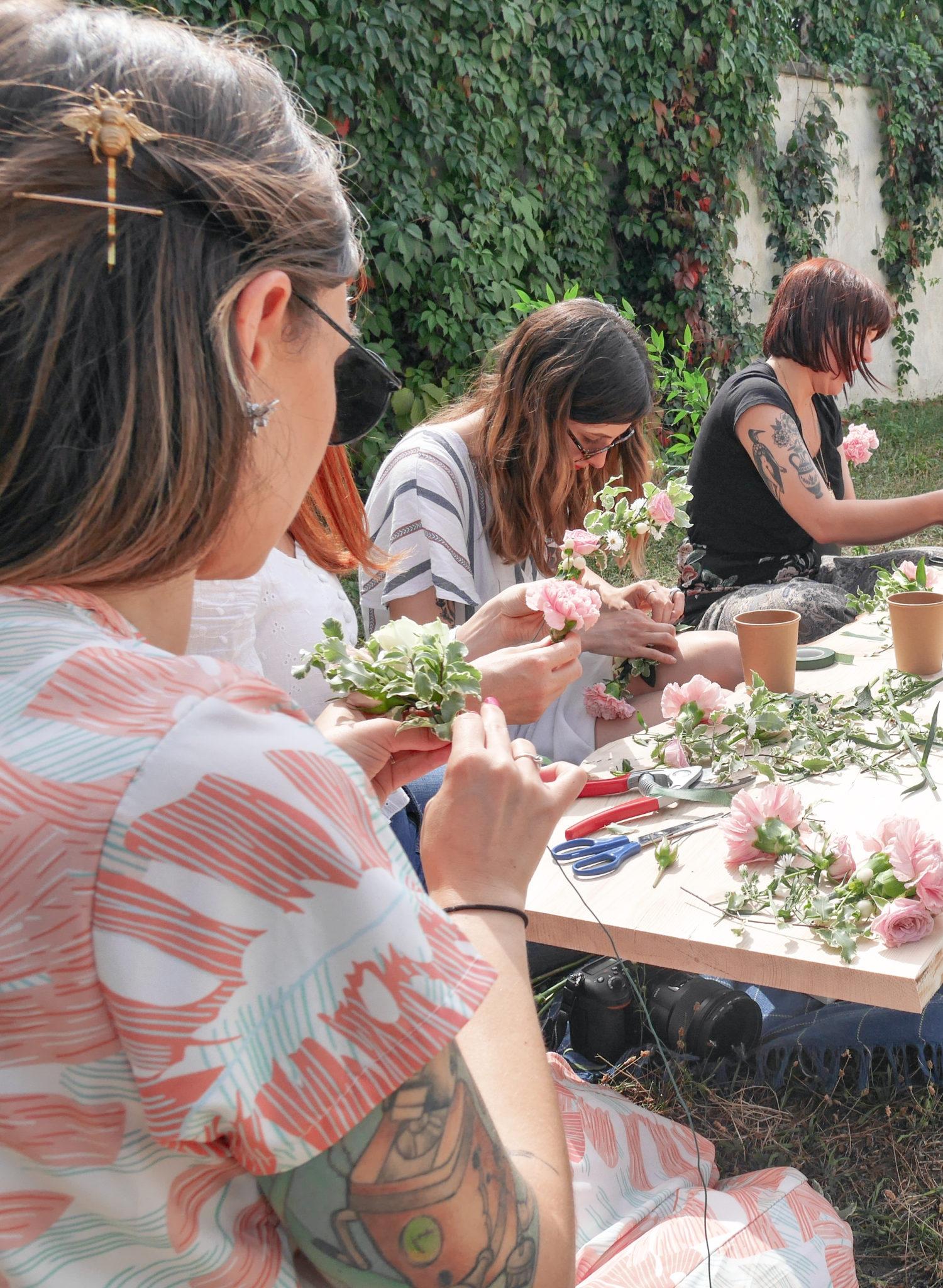 Atelier-couronnes-de-fleurs-la-petite-planete-de-zoey-EVJF-24